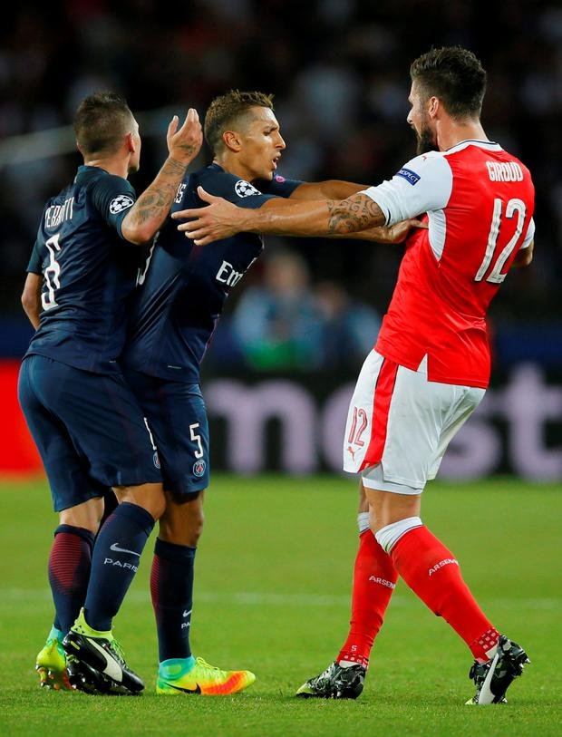 Paris Saint-Germain's Marco Verratti (L) and Arsenal's Olivier Giroud (R) after being sent off. Photo: Gonzalo Fuentes/Reuters