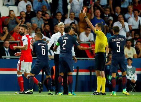 Arsenal's Olivier Giroud and Paris Saint-Germain's Marco Verratti are both sent off by referee Viktor Kassai as Arsenal manager Arsene Wenger looks on