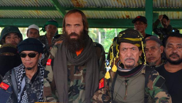 Norwegian national Kjartan Sekkingstad (C) stands next to Moro National Liberation Front (MNLF) leader Nur Misuari and other members after he was freed from the al Qaeda-linked Abu Sayyaf Islamist militant group REUTERS/Nickie Butlangan