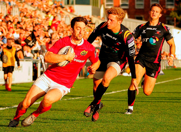 Darren Sweetnam of Munster gets past Angus O'Brien of Newport Gwent Dragons. Photo by Ben Evans/Sportsfile
