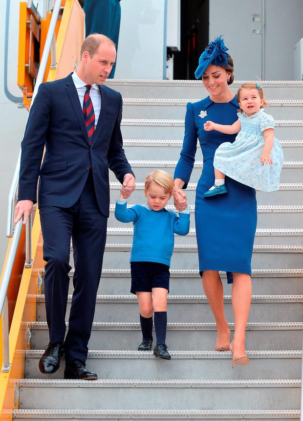 Prince William, Duke of Cambridge, Catherine, Duchess of Cambridge, Prince George of Cambridge and Princess Charlotte of Cambridge arrive at Victoria International Airport on September 24, 2016 in Victoria, Canada. (Photo by Dominic Lipinski-Pool/Getty Images)