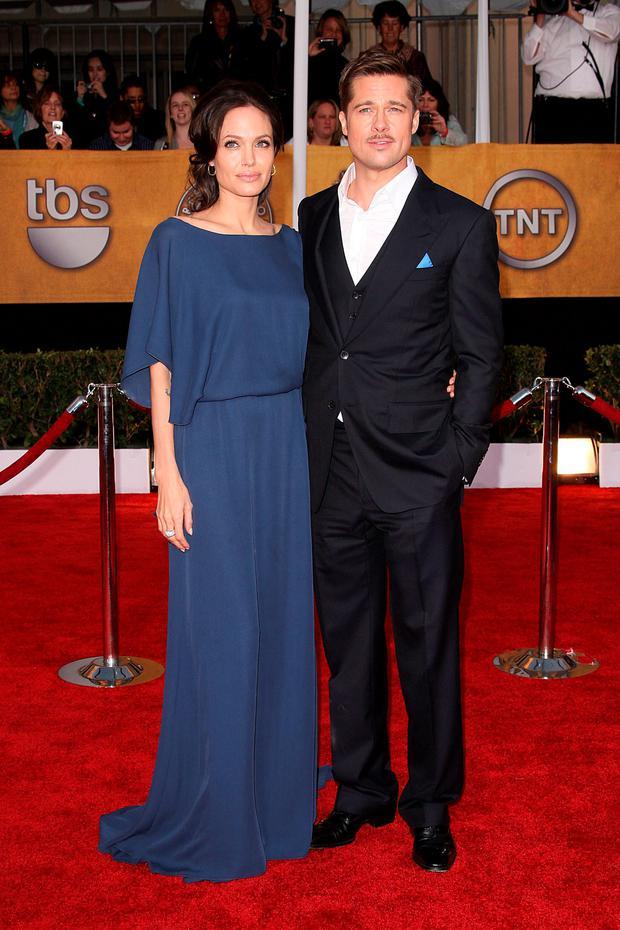 Actors Brad Pitt and Angelina Jolie arrive at the 15th Annual Screen Actors Guild Awards held at the Shrine Auditorium on January 25, 2009 in Los Angeles, California. (Photo by Jason Merritt/Getty Images)