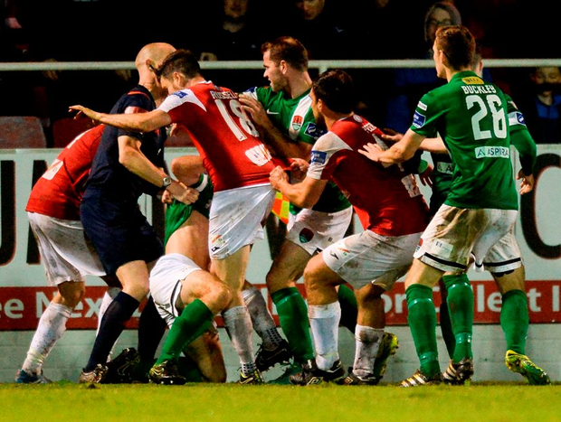 Both sets of players get involved in an incident on the touchline late in the game. Photo by Oliver McVeigh/Sportsfile