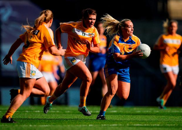 Orla Noonan of Longford in action against Aislinn McFarland and Eleanor Mallon, left, of Antrim . Photo by Piaras Ó Mídheach/Sportsfile