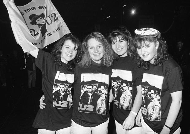 Fans of U2 at The Point, 26/12/89 for U2's 'Lovetown Tour' of 1989. B.B. King, the legendary blues musician joined them on stage at all but one of their shows to perform, 'When Love Comes To Town' (featured on U2's album, 'Rattle and Hum'). (Part of the Independent Ireland Newspapers/NLI Colection)