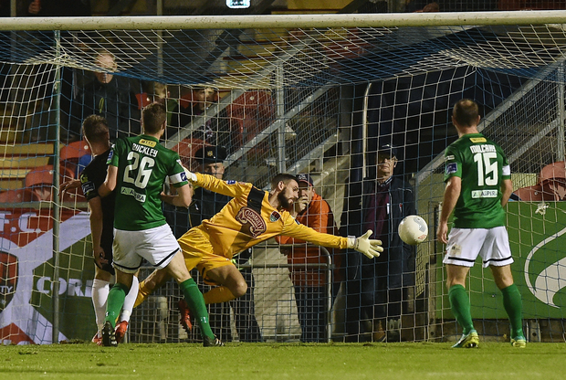 Killian Cantwell of Galway United beats Cork City goalkeeper Mark McNulty to score his sides first goal Photo by David Maher/Sportsfile