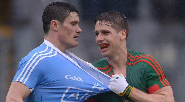 Lee Keegan gets to grips with Diarmuid Connelly Photo: Piaras Ó Mídheach/Sportsfile