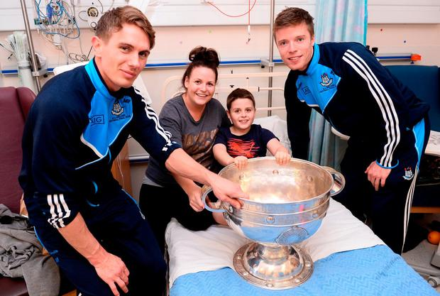 Dublin players Michael Fitzsimons and Robert McDaid with Mark Lynch (8) and his mother Tracie Carroll, from Cabra with the Sam Maguire cup at Temple Street Children's Hospital. Photo by Sam Barnes/Sportsfile