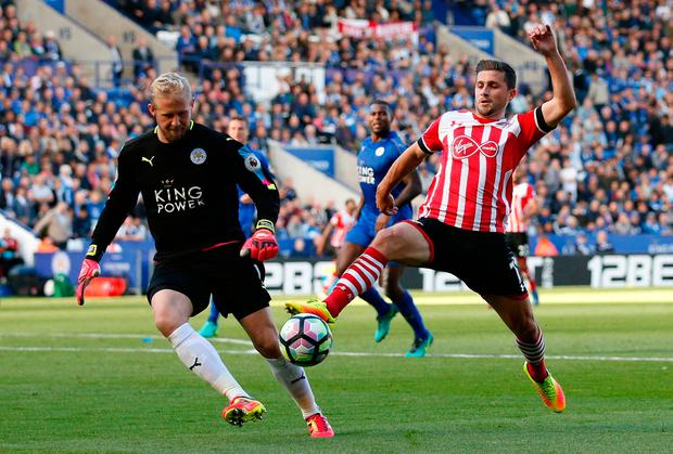 Southampton's Shane Long in action with Leicester City's Kasper Schmeichel. Photo: Reuters / Andrew Boyers