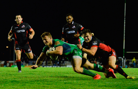 Peter Robb of Connacht scores a try
