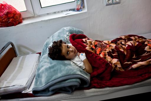 A four-year-old girl recovers after surgery at the MSF trauma hospital in Kunduz, northern Afghanistan