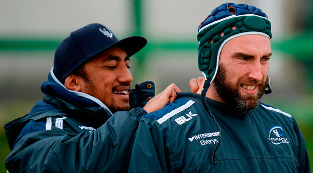 Bundee Aki helps John Muldoon with his training top at the Sportsground yesterday Photo by Seb Daly/Sportsfile