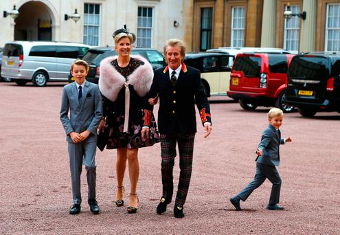 Rod Stewart arrives at Buckingham Palace with wife Penny Lancaster and children Alastair and Aiden. Photo: Gareth Fulller/Getty Images