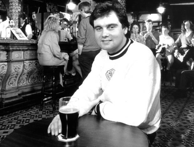 Eamonn in The Crown Bar in 1989 for BBC's It's My City programme