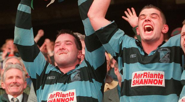 Anthony Foley lifts the 1998 AIL trophy at Lansdowne Road alongside team-mate and friend Alan Quinlan