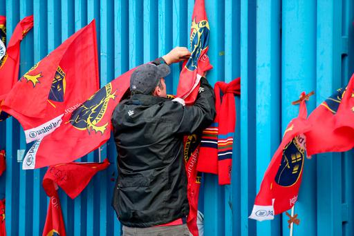 Munster fans at Thomond Park, Limerick in memory of the late Ireland and Munster rugby player Anthony Foley at Thomond Park, Limerick. Pic:Mark Condren 17.10.2016
