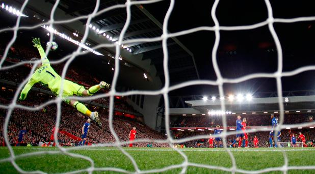 Britain Football Soccer - Liverpool v Manchester United - Premier League - Anfield - 17/10/16 Manchester United's David De Gea saves from Liverpool's Philippe Coutinho Reuters / Phil Noble Livepic EDITORIAL USE ONLY. No use with unauthorized audio, video, data, fixture lists, club/league logos or