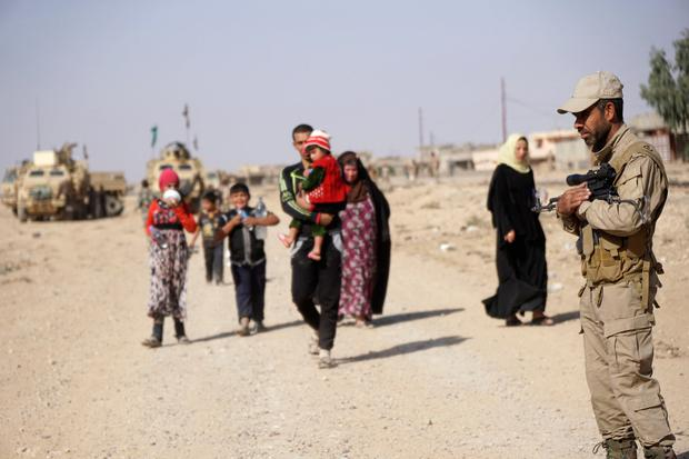 Displaced people, who are fleeing from clashes in Al-hud village, south of Mosul, head to Qayyarah, during an operation to attack Islamic State militants in Mosul, Iraq, October 18, 2016. Picture taken October 18, 2016. REUTERS/Stringer