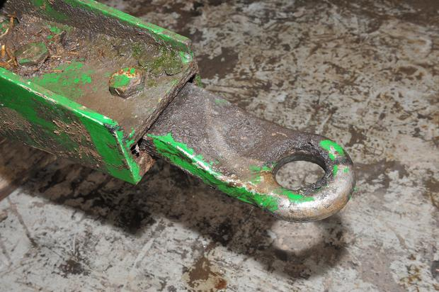 This hitch is in good condition, but it is something worth keeping an eye on from a safety perspective. If you do a lot of road work and tow heavy mixes a few kilometres each day the hitch can wear surprisingly quickly.