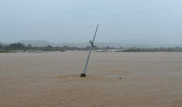 A utility pole is partially submerged in a river after Typhoon Haima struck San Nicolas, Ilocos Norte in northern Philippines, October 20, 2016. REUTERS/Ezra Acayan