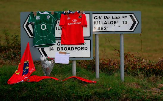 Signs point the way to Killaloe in County Clare where the coffin of Munster Rugby head coach Anthony Foley has been brought to repose in St. Flannan's Church, ahead off his funeral tomorrow Picture: PA