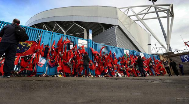 Munster Fans Pay Tribute to Anthony Foley, outside Thomond Park. Photo: INPHO