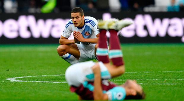 Britain Soccer Football - West Ham United v Sunderland - Premier League - London Stadium - 22/10/16 Sunderland's Jack Rodwell looks dejected after the match Action Images via Reuters / Tony O'Brien Livepic EDITORIAL USE ONLY. No use with unauthorized audio, video, data, fixture lists, club/league logos or