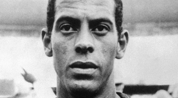 Brazil's 1970 World Cup-winning captain Carlos Alberto has died aged 72, his former club Santos have announced
