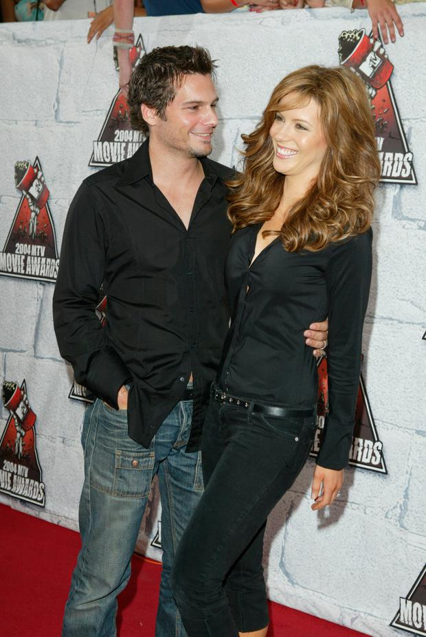 Actress Kate Beckinsale and husband Len Wiseman arrives to the 2004 MTV Movie Awards at the Sony Pictures Studios