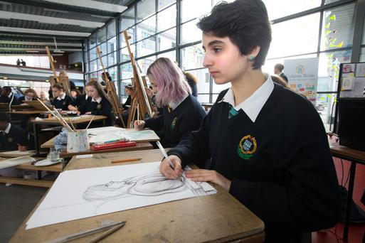 Student Kamila Di Stefano sketches a portrait of Arts Minister Heather Humphreys at Coláiste Bríde in Clondalkin, Dublin. Photo: Tony Gavin