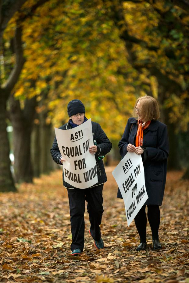 Dominican College staff picketing on Griffith avenue this morning. Pic:Mark Condren