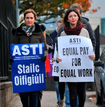 ASTI members on the picket line at Coláiste an Spioraid Naoimh, Bishopstown, Co Cork. Pic Daragh Mc Sweeney/Provision