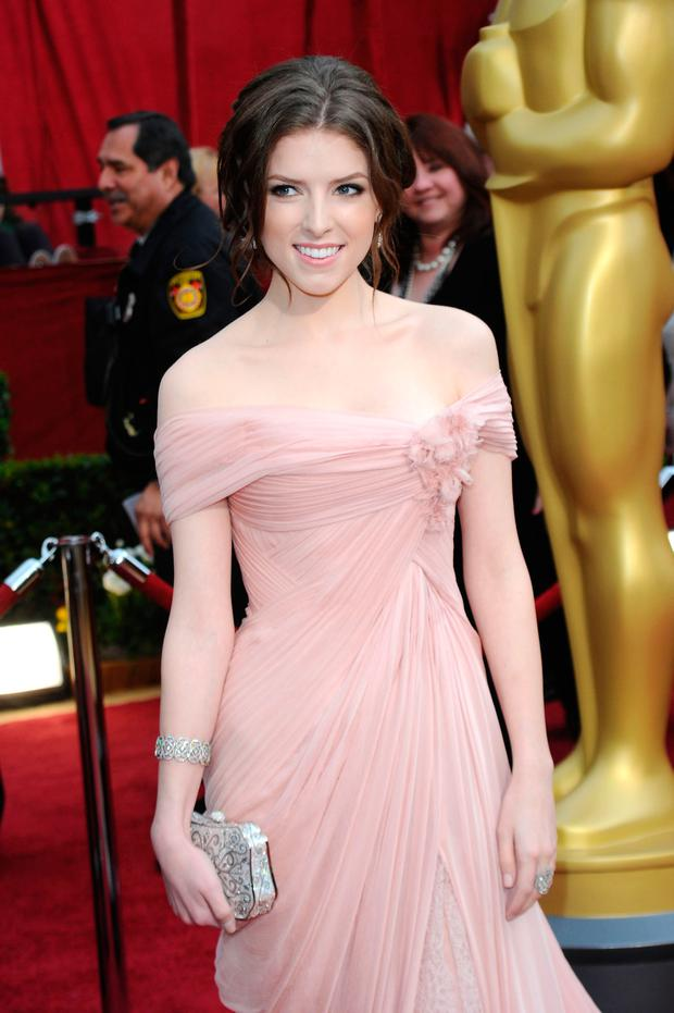 Actress Anna Kendrick arrives at the 82nd Annual Academy Awards held at Kodak Theatre on March 7, 2010 in Hollywood, California. (Photo by Jason Merritt/Getty Images)