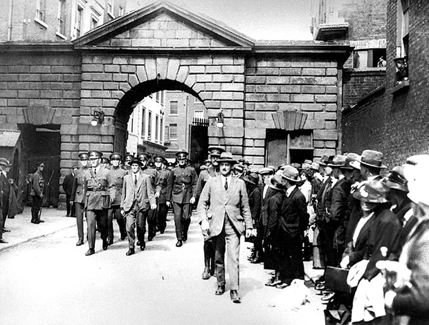 Gardaí take over Dublin Castle in 1922