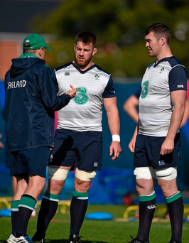 Ireland head coach Joe Schmidt in conversation with Sean O'Brien, centre, and Peter O'Mahony