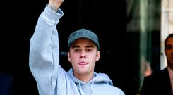Singer Justin Bieber leaves his hotel on September 22, 2016 in Paris, France. (Photo by Marc Piasecki/GC Images)