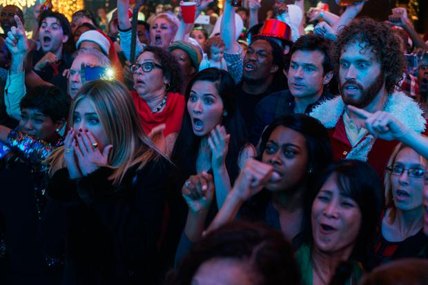 Jennifer Aniston and cast in Office Christmas Party