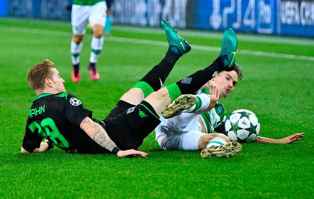Moenchengladbach's André Hahn and Celtic's Mikael Lustig compete for a loose ball. (AP Photo/Martin Meissner)
