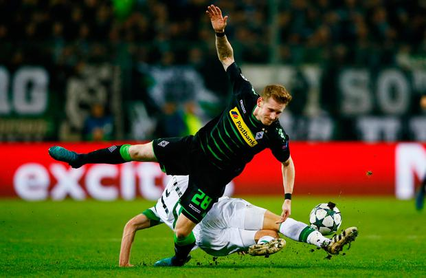 Celtic's Stuart Armstrong comes out on top in a challenege with Borussia's Andre Hahn. Reuters / Wolfgang Rattay