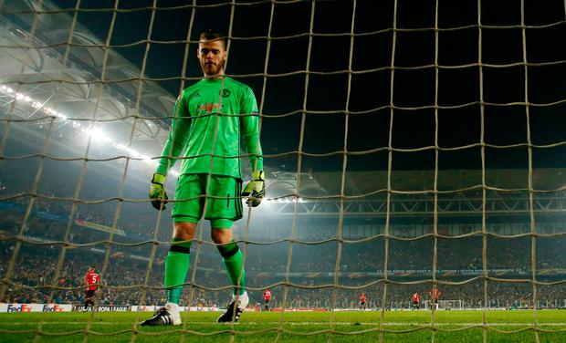 Manchester United's David De Gea looks dejected after conceding Fenerbahce's second goal. Photo: Reuters / Andrew Boyers Livepic