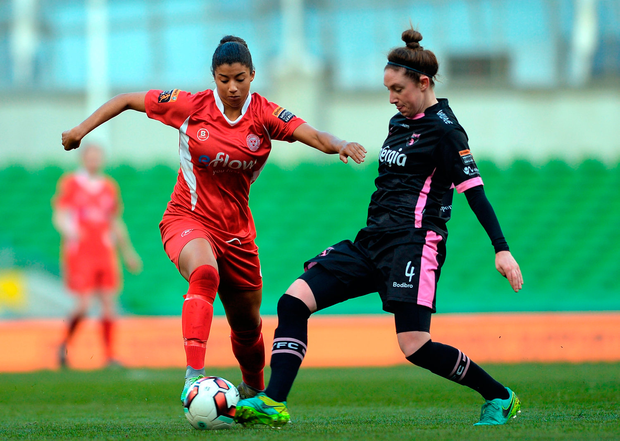 Gloria Douglas of Shelbourne Ladies in action against Jess Glesson of Wexford Youths. Photo by Eóin Noonan/Sportsfile