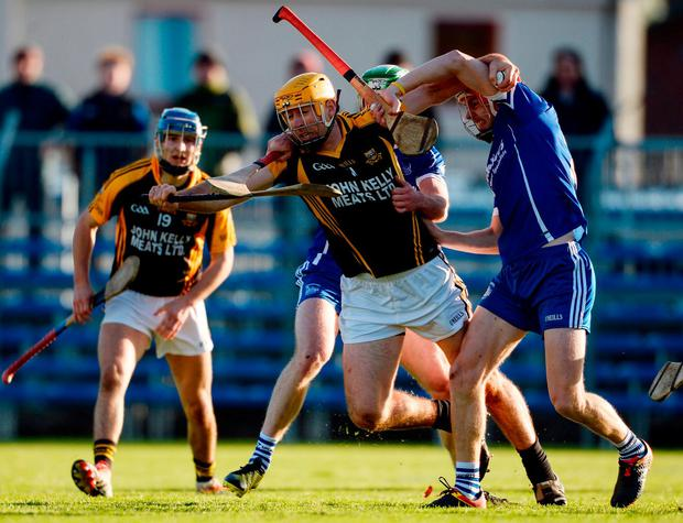 Gary Brennan of Ballyea in action against Rory Dwan and Stephen Maher, right, of Thurles Sarsfields. Photo: Piaras Ó Mídheach/Sportsfile