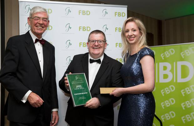 Alan Dukes, Public Affairs Consultant and former Government Minister who Chaired the judging panel is pictured with Oonagh O'Mahony (IFP Media), Chair, Guild of Agricultural Journalists, presenting the Category Award for Best Print Feature Article for 'Cowtown Revisited', to Declan O'Brien, Farming Independent. Photo; Johnny Bambury