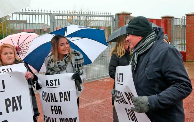 ASTI President Ed Byrne with secondary school teachers and ASTI members pictured this afternoon on the picket line outside Pobalscoil Neasáin, Baldoyle, Dublin... Picture Colin Keegan, Collins Dublin.