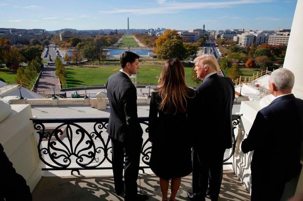 (L-R) Speaker of the House Paul Ryan (R-WI) shows Melania Trump, U.S. President-elect Donald Trump, and Vice-President Mike Pence the Mall from the Speaker's Balcony on Capitol Hill in Washington, U.S., November 10, 2016. REUTERS/Joshua Roberts