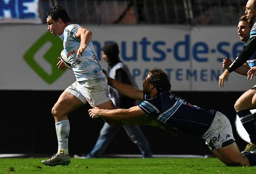 Racing 92 French centre Henry Chavancy (L) runs to scores a try during the French Top 14 rugby union match between Racing 92 and Montpellier at the Yves du Manoir stadium. AFP / FRANCK FIFE
