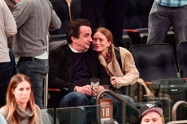 Olivier Sarkozy and Mary-Kate Olsen attend New York Knicks vs Brooklyn Nets game at Madison Square Garden on November 9, 2016 in New York City. (Photo by James Devaney/GC Images)