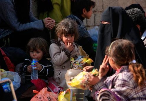 Displaced Iraqis flee from their homes at Shahrezad village east of Mosul. Photo: Reuters