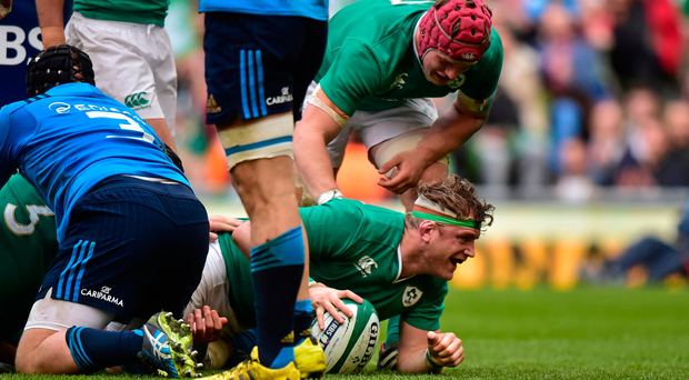 Jamie Heaslip, Ireland, scores against Italy