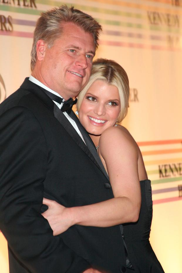 Jessica Simpson and father Joe Simpson pose at The 29th Annual Kennedy Center Honors December 3, 2006 in Washington, DC. (Photo by Nancy Ostertag/Getty Images)